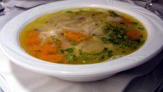 Klarowna zupa rybna z jarzynami. Wikipedia